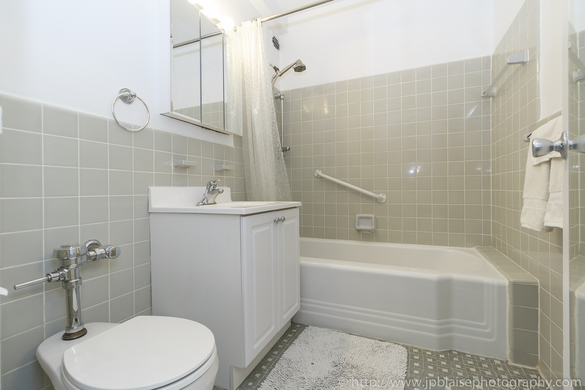 Apartment photographer ny new york real estate union square interior photography Manhattan alcove studio bathroom