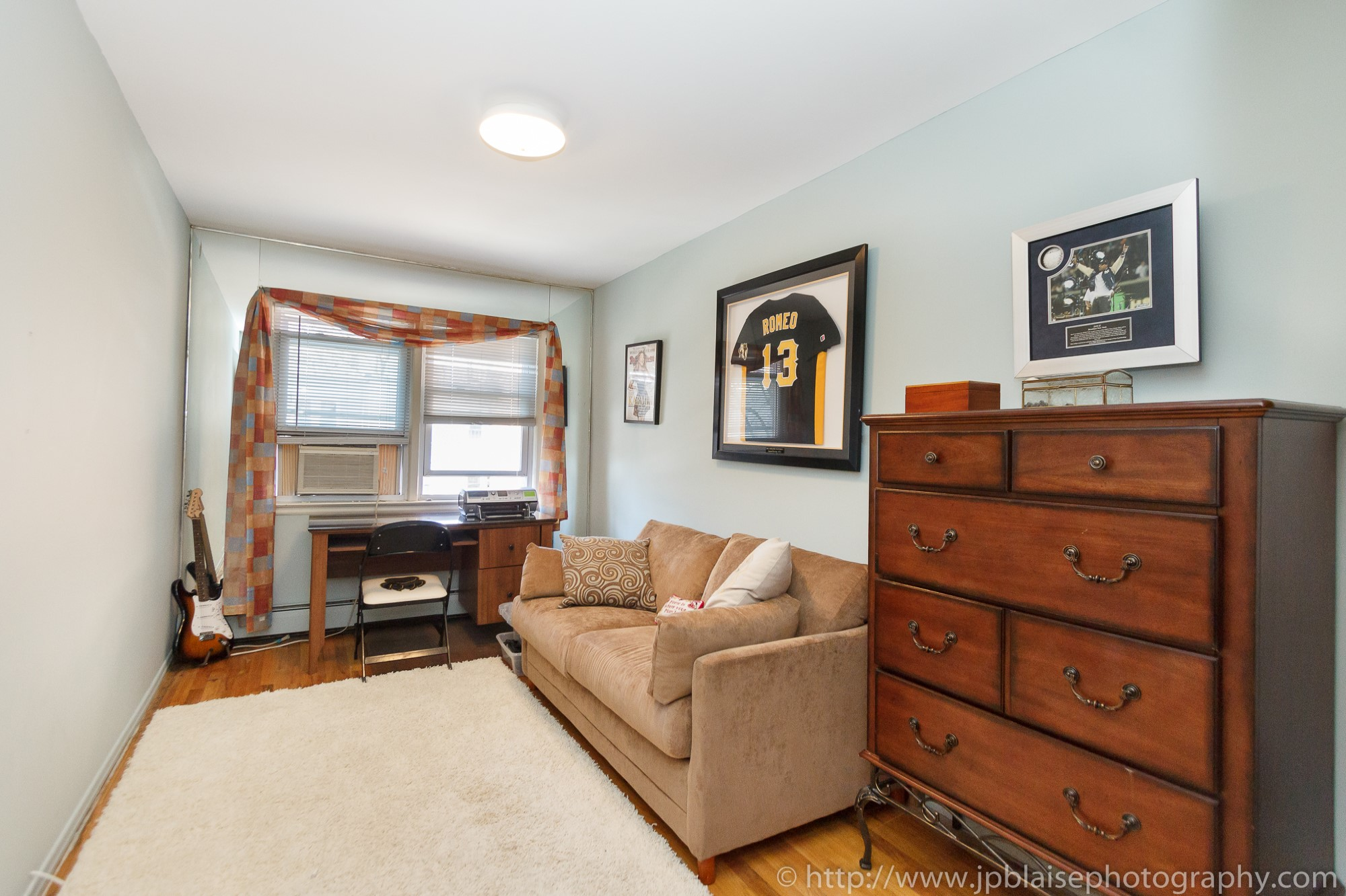 Real Estate photographer work session of the day cozy two bedroom apartment