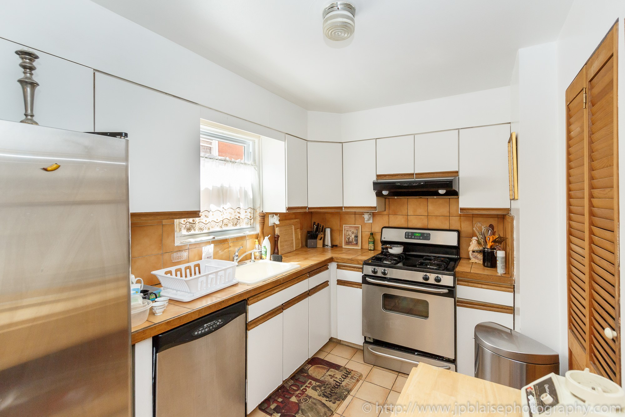 Interior Photography photosession two bedroom apartment in Sunnyside queens kitchen