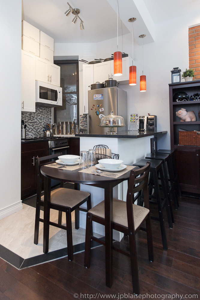 Real Estate photographer work: pictures of the kitchen of a one bedroom apartment on the upper west side of Manhattan of New York city
