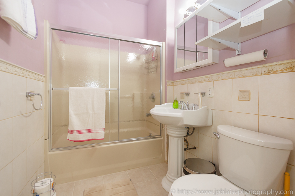 Picture of a bathroom of apartment in East Flatbush, Brooklyn, New York City