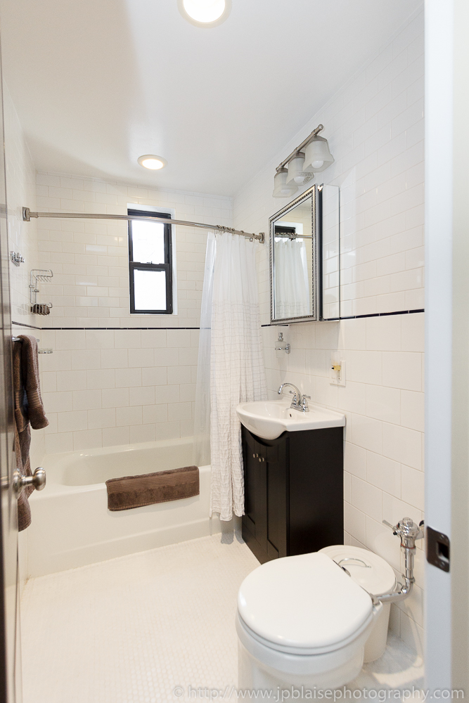 Ny apartment photography newly renovated three bedroom for Bathrooms in nyc