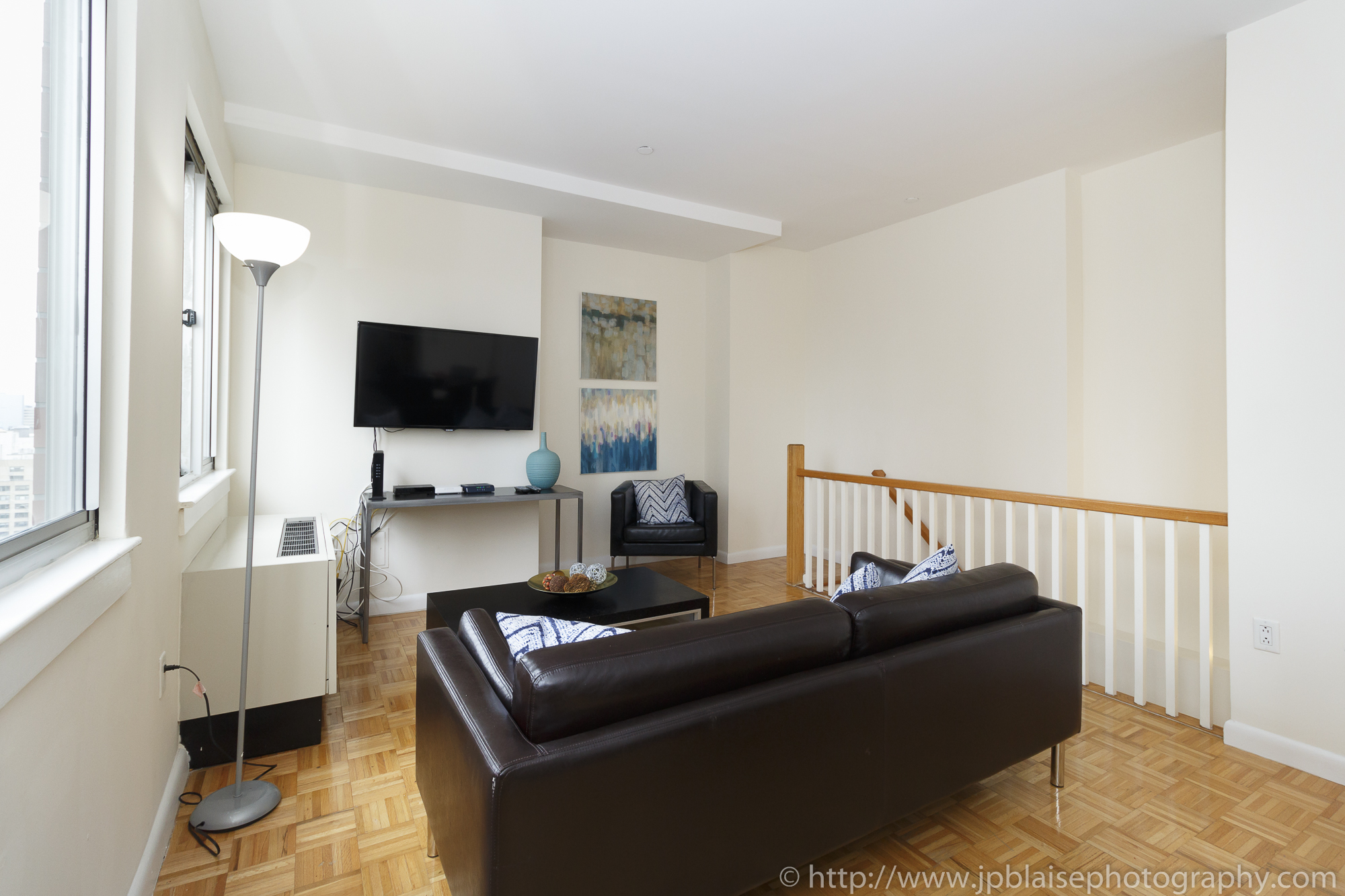 NY apartment photographer real estate airbnb interior midtown manhattan living