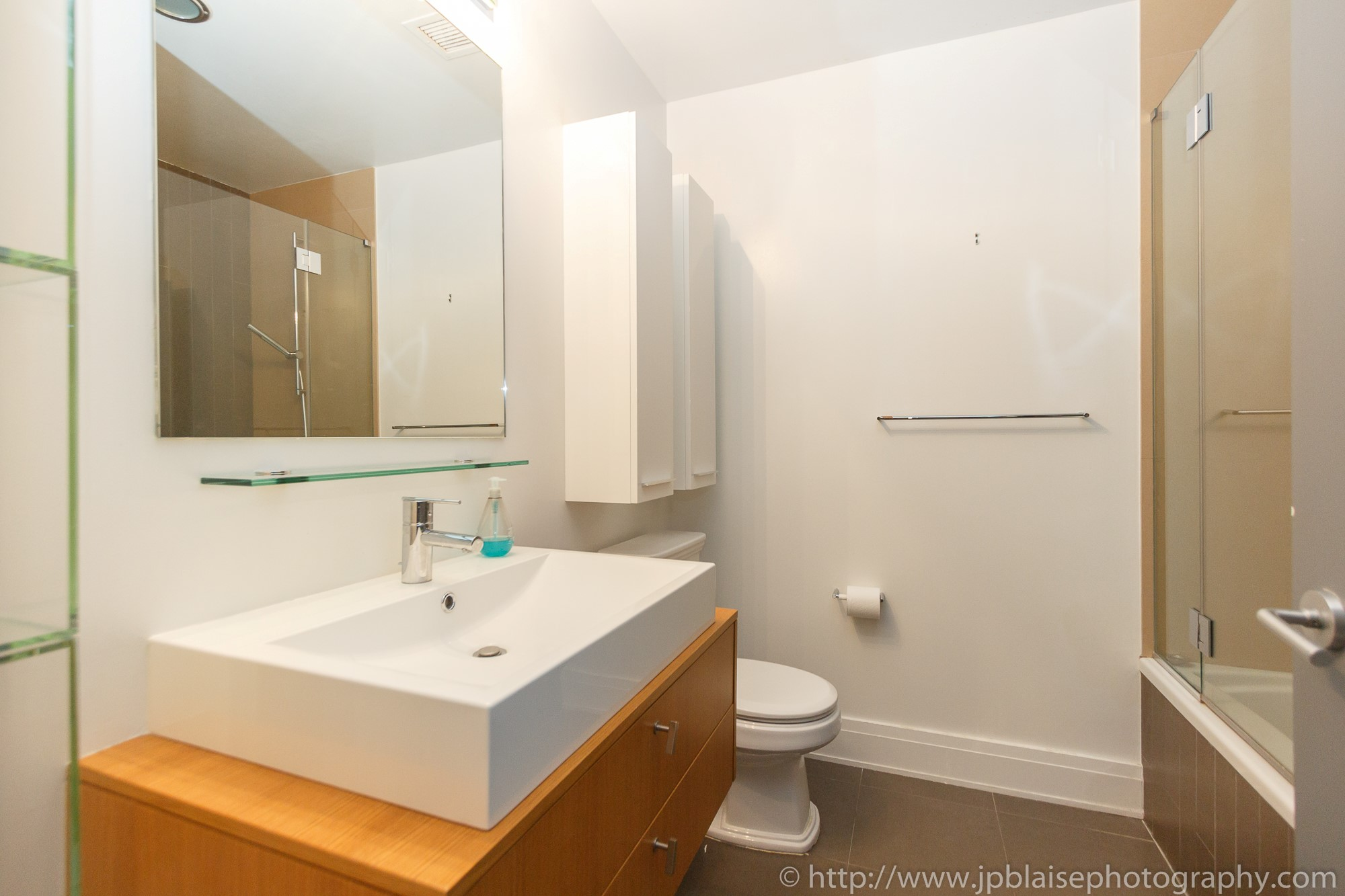 NYC apartment photographer work one bedroom condo in chelsea manhattan bathtub