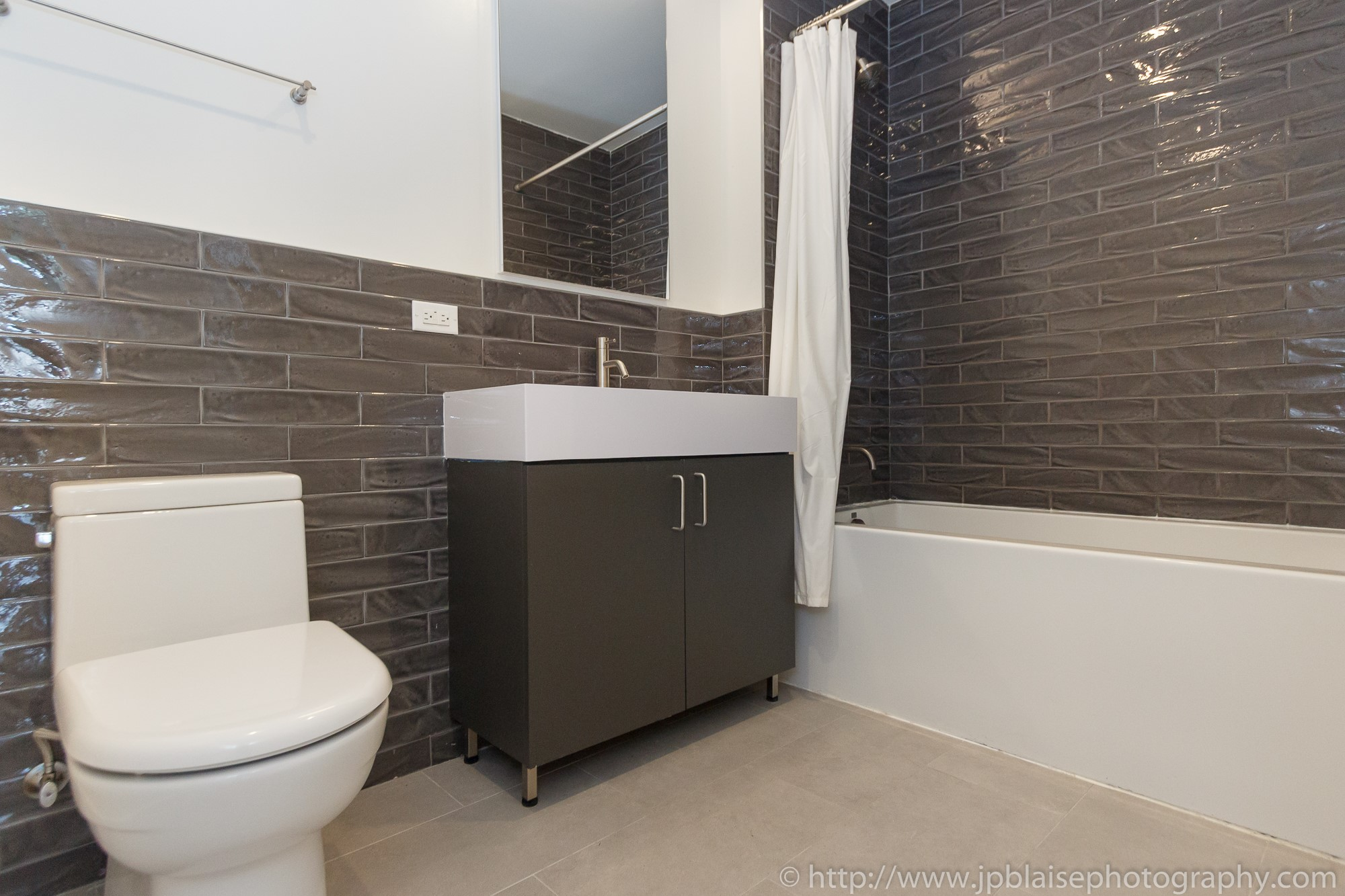 New York apartment photographer 3 bedroom unit downtown brooklyn bathroom nyc