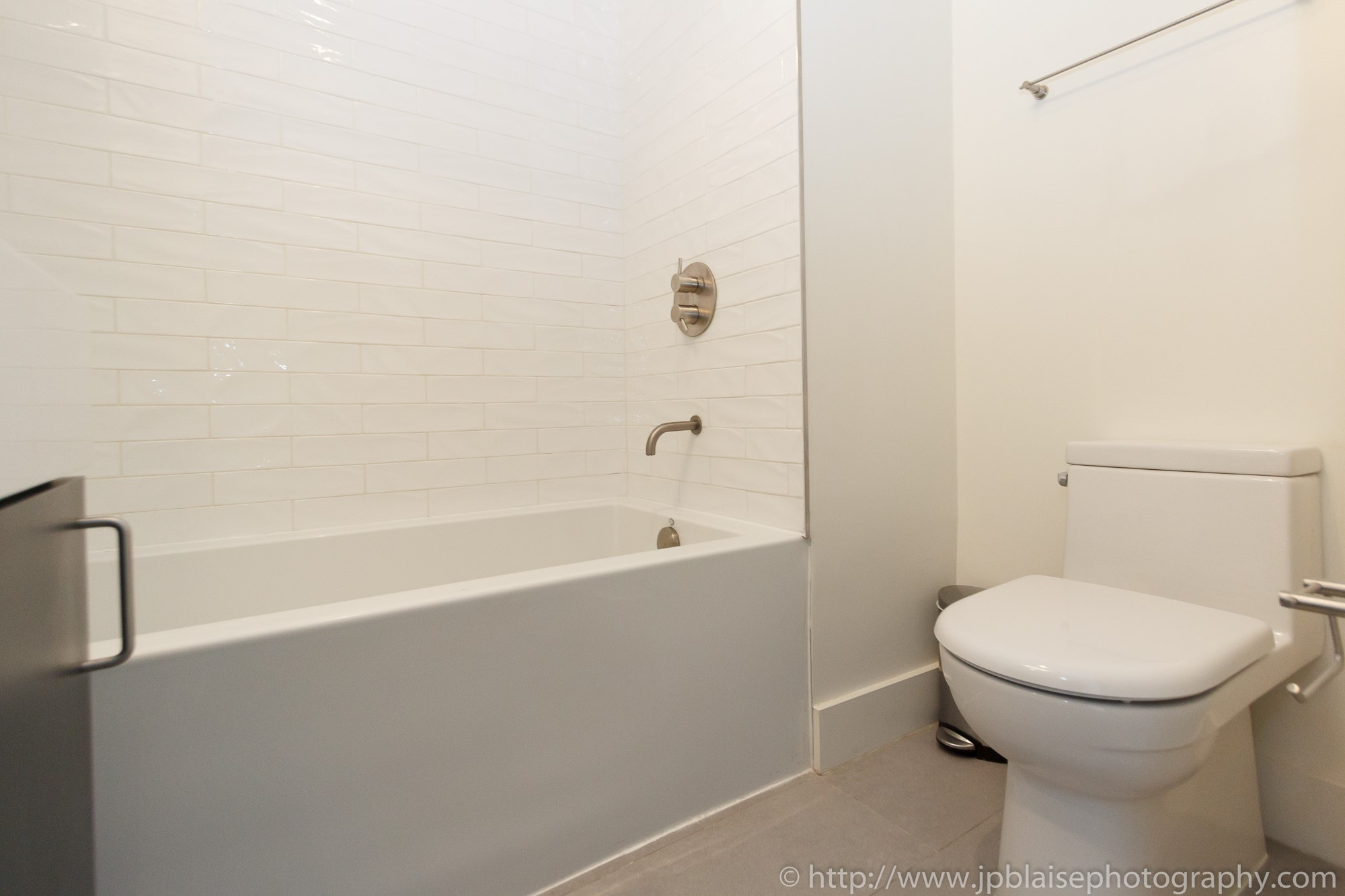 New York apartment photographer 3 bedroom unit downtown brooklyn bathroom