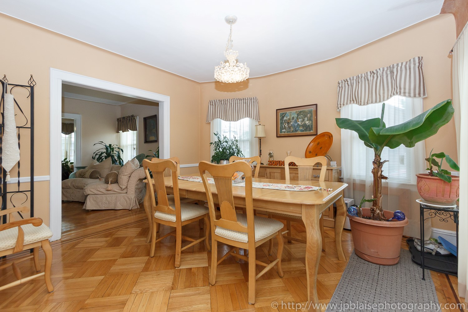 New york Real estate photographerroom to rent in queens village house dining room