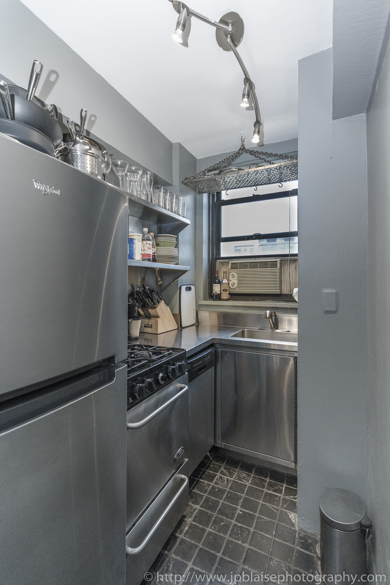 New york apartment photographer alcove studio Chelsea Manhattan real estate kitchen