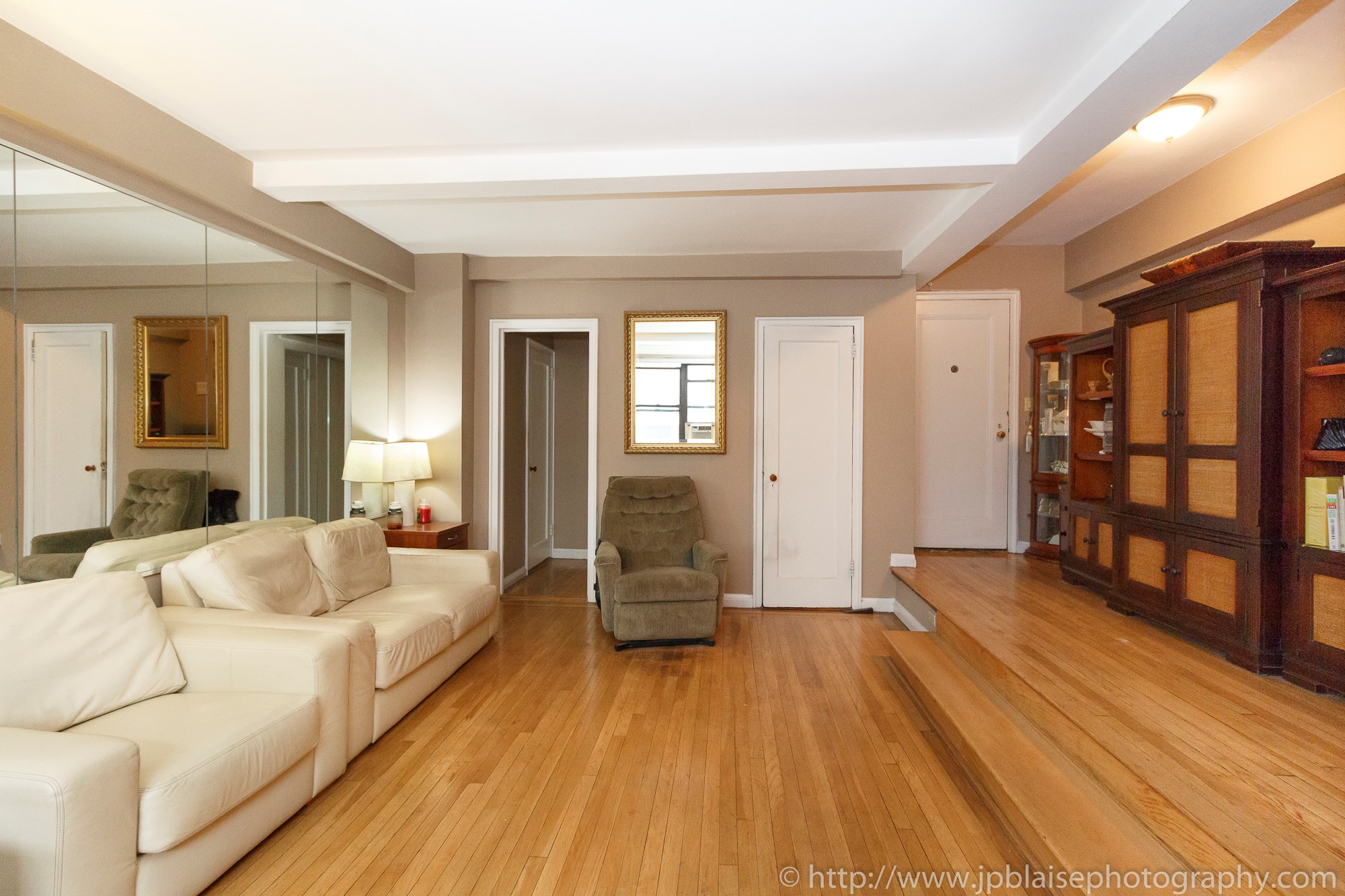 New york apartment photographer alcove studio Chelsea Manhattan real estate living room