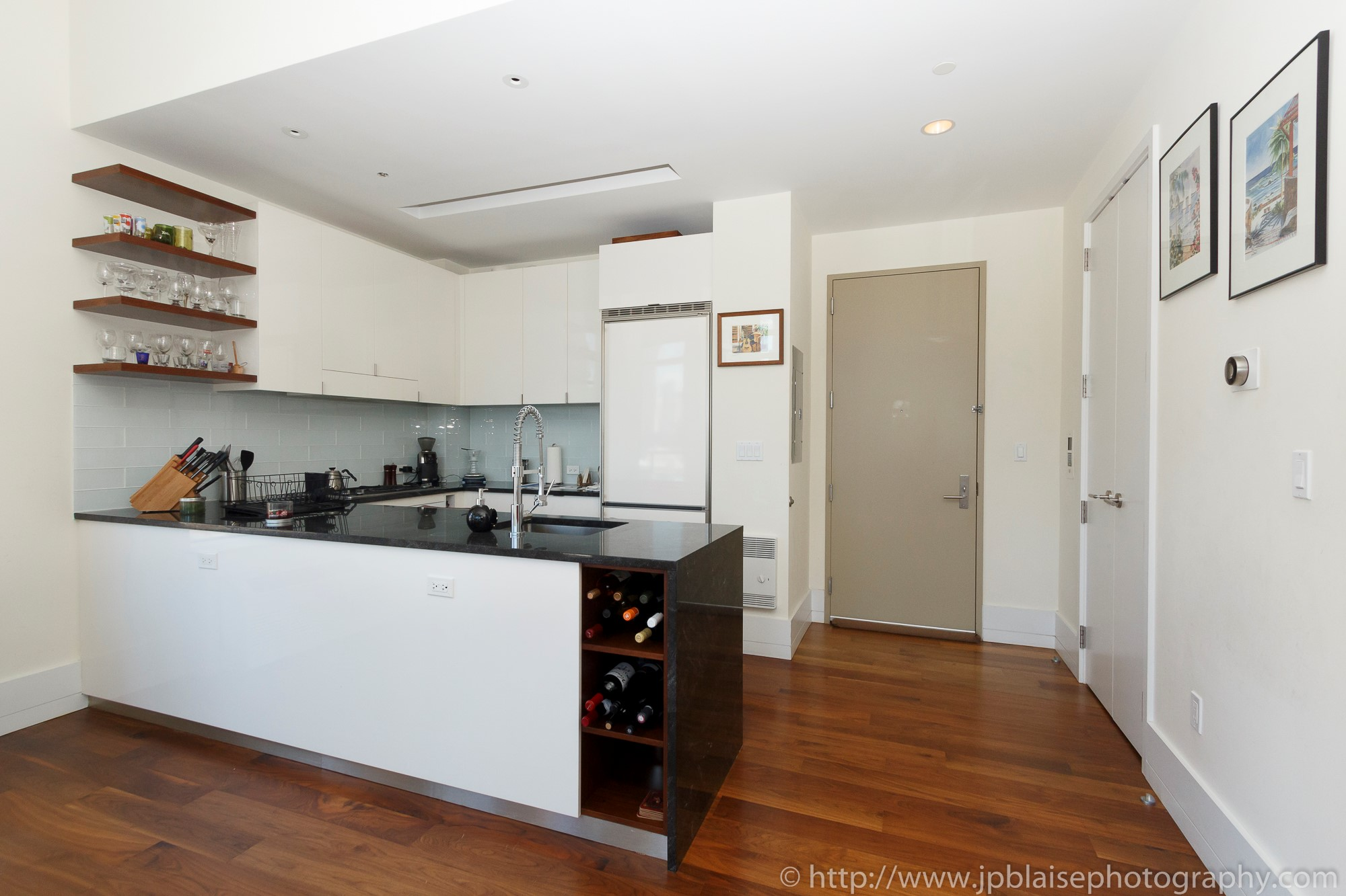 New york real estate photographer one bedroom apartment long island city queens kitchen