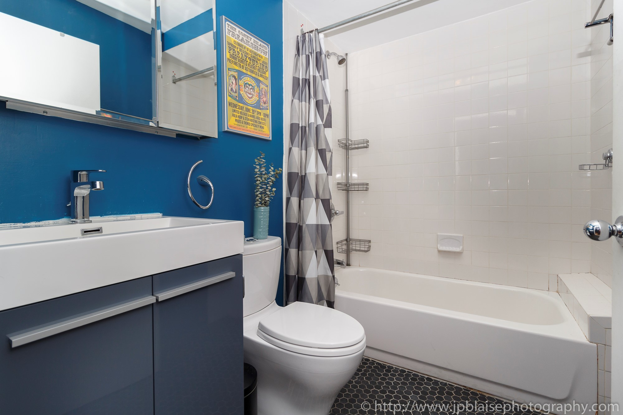 Nyc apartment photographer real estate new york studio loft brooklyn heights bathroom