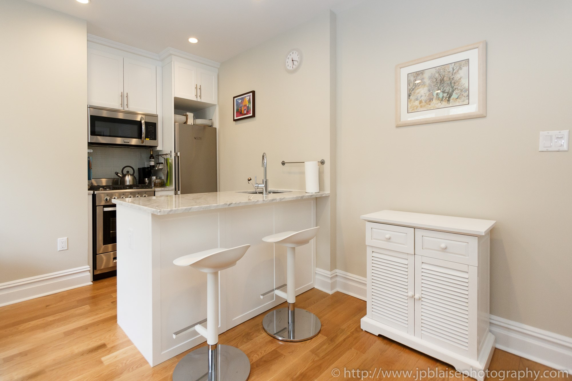 Real Estate photographer nyc one bedroom apartment in washington heights manhattan new york kitchen