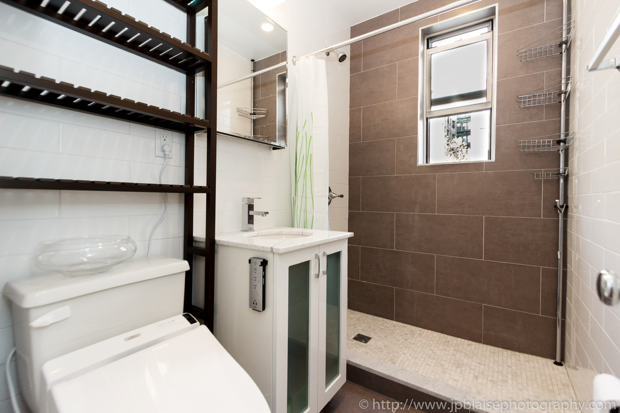 Real Estate photography nyc one bedroom apartment in washington heights manhattan new york bathroom