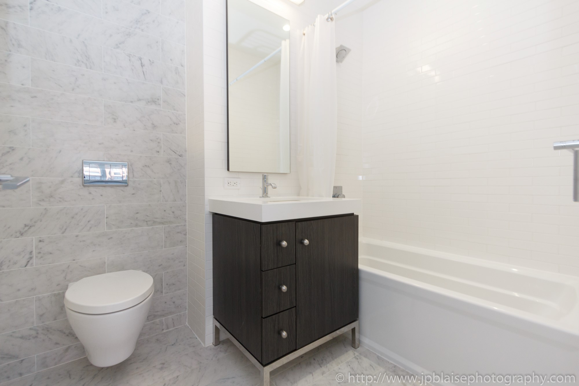 Real estate apartment photographer Midtown west 1 bedroom unit bathroom