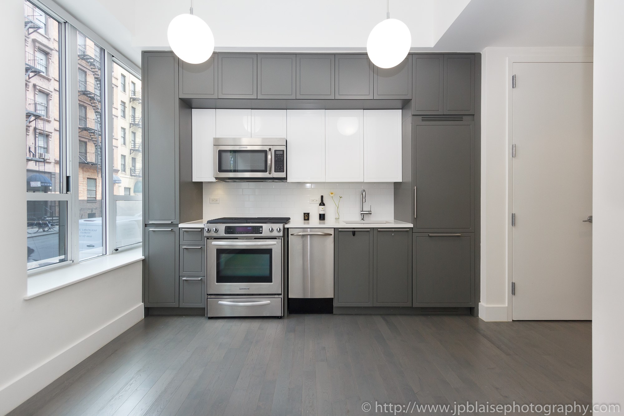 Real estate apartment photographer Midtown west 1 bedroom unit kitchen