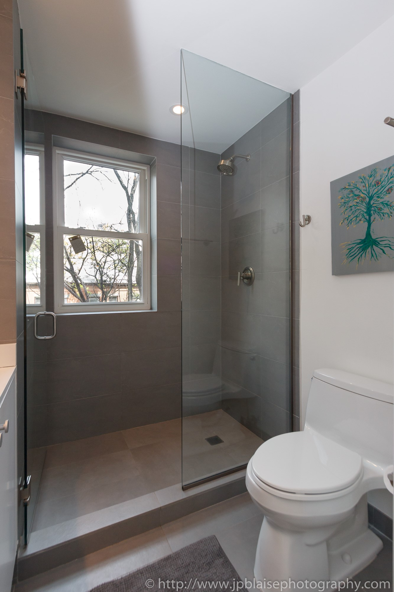 Real estate photographer work west village one bedroom apartment bathroom