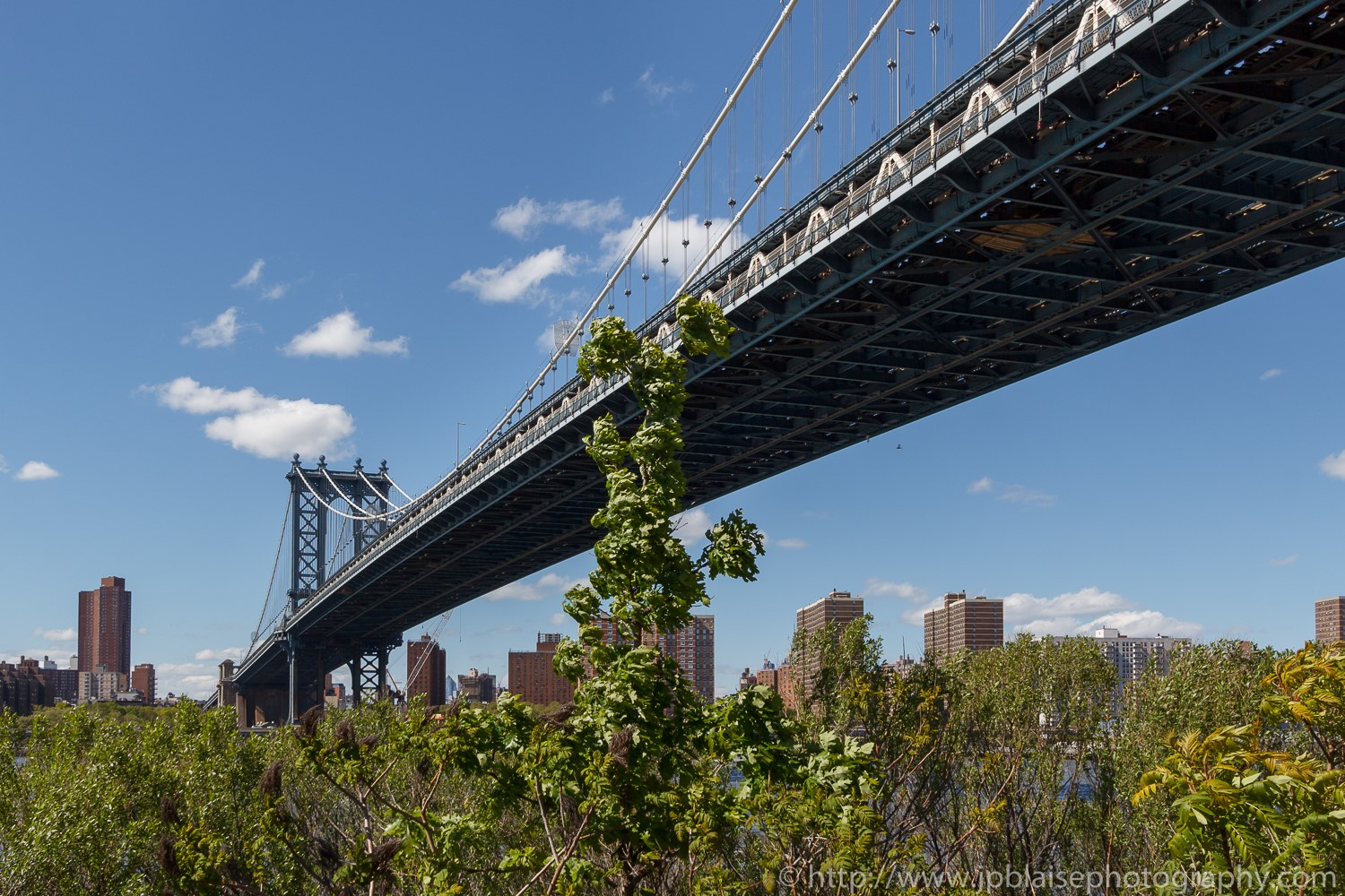 Real estate photography views of the manhattan bridge and the manhattan skyline from the brooklyn-waterfront