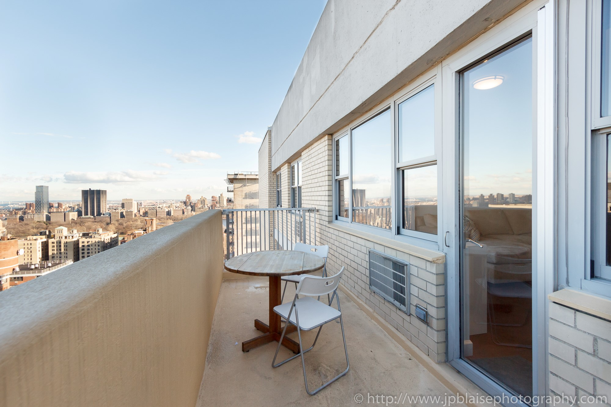 Ny apartment photographer session one bedroom on upper for New york balcony