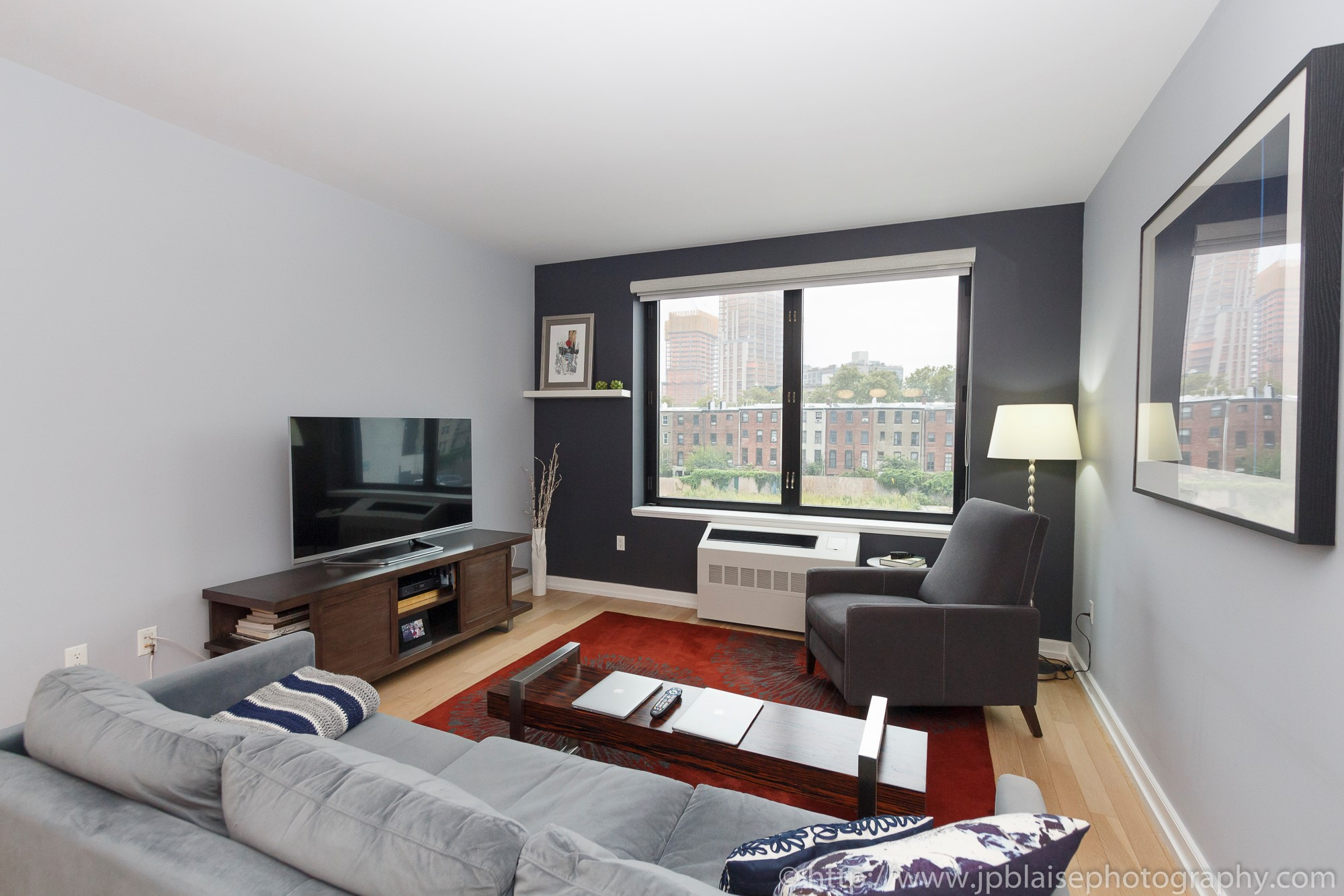 apartment-photographer-ny-two-bedroom-long-island-city-queens-living-room