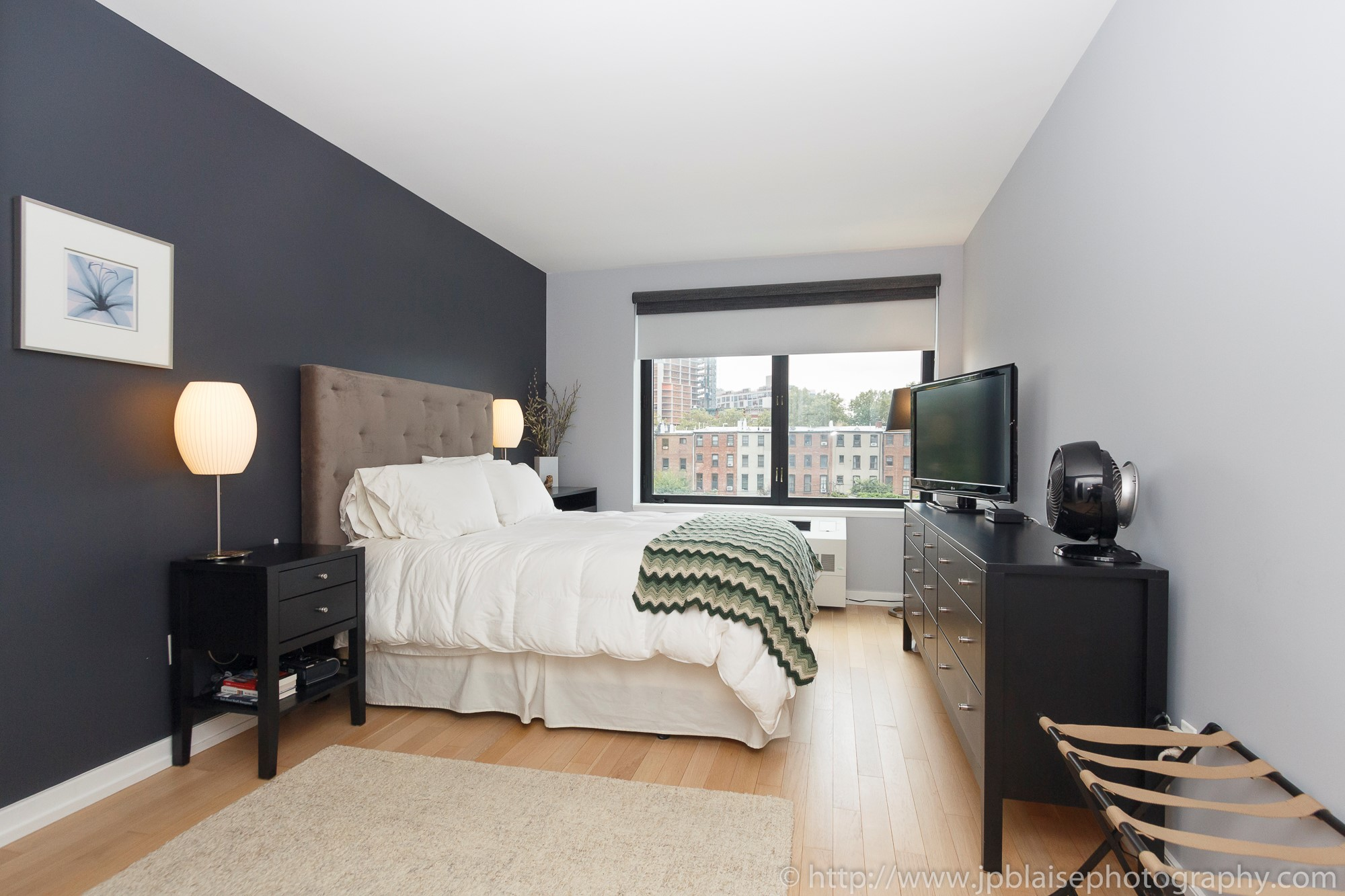 apartment-photographer-ny-two-bedroom-long-island-city-queens-master-bedroom