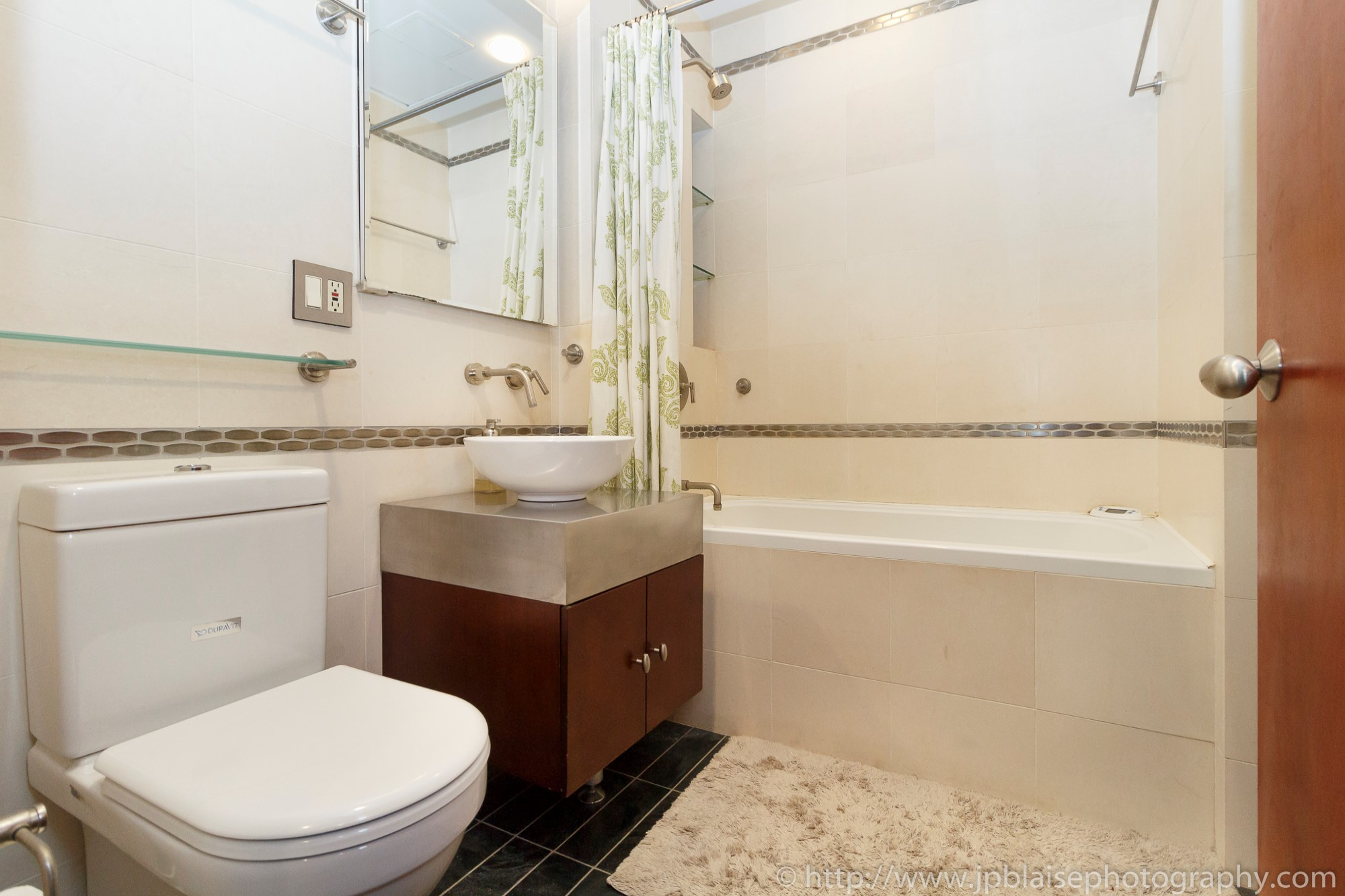ny apartment photographer nyc real estate new york Manhattan Murray Hill bathroom city