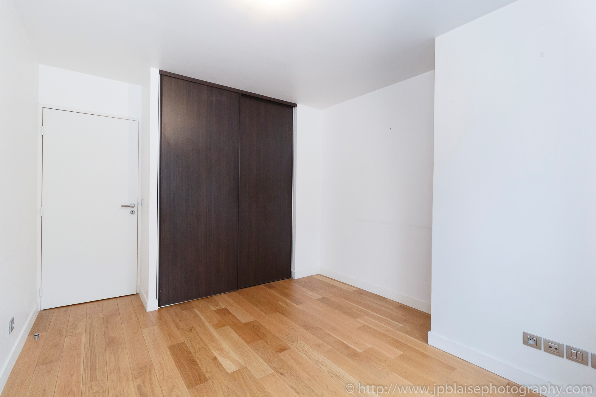ny apartment photographer two bedroom interior real estate closet